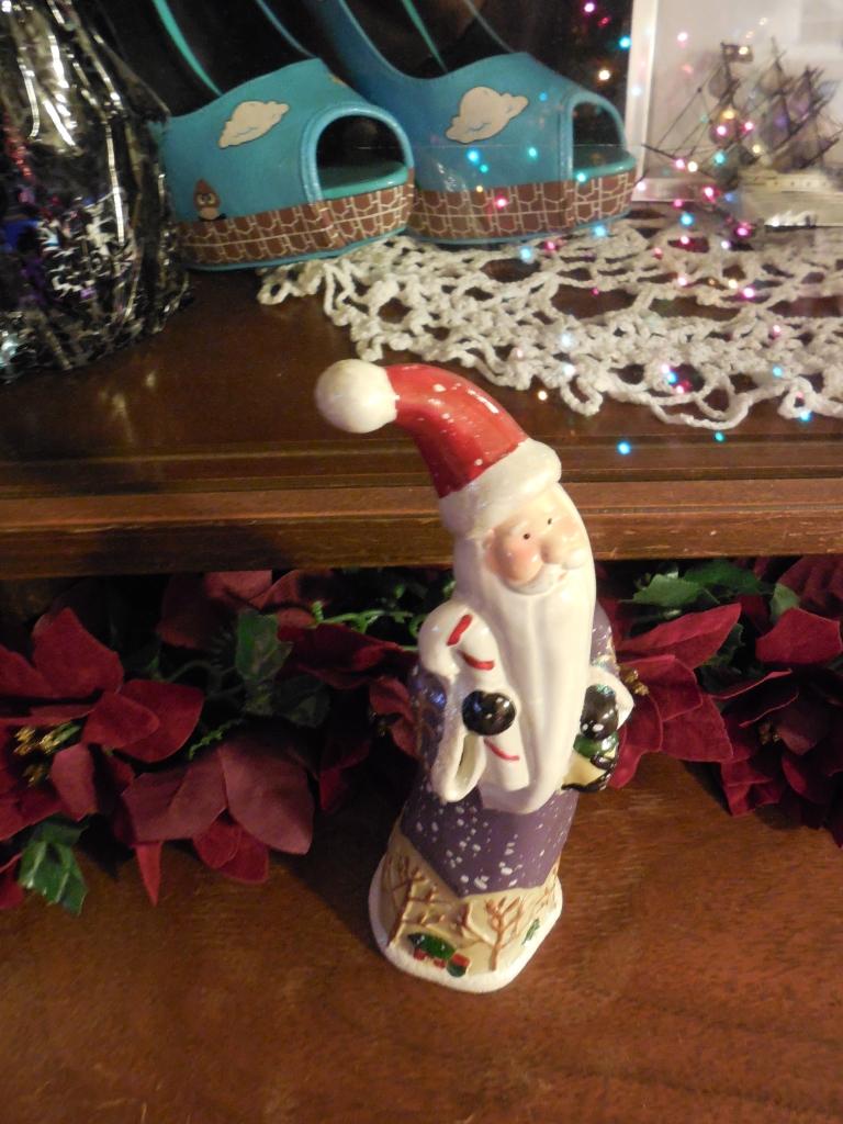 Skinny Santa figurine