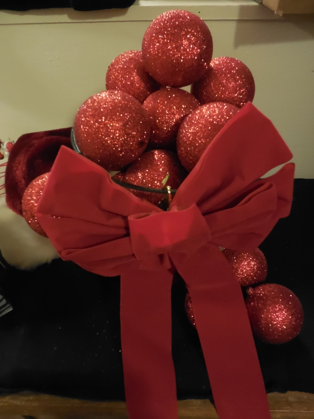 Bowl of Balls w/ Bow (Red Glitter)